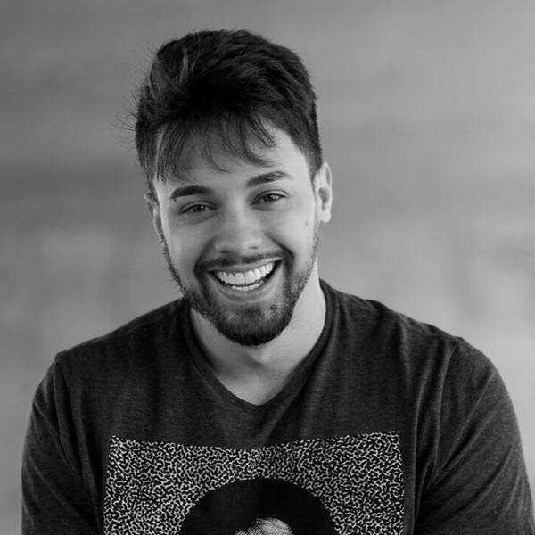 André Ferrari, autor do E-book Não Aceite Essas Migalhas Emocionais